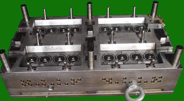 16-Drop Hot Runner Injection Mold_Pulley_1