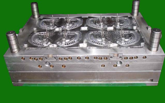 Gas-Assistant Injection Mold_8-Drop 8-Cav_Handle_2