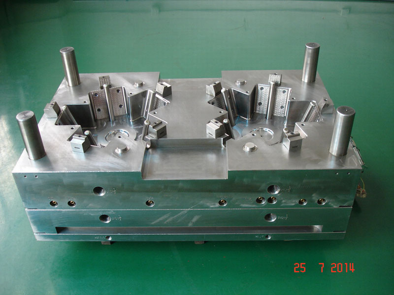 Injection Mold with 10 sliders_Lawn Mower_2